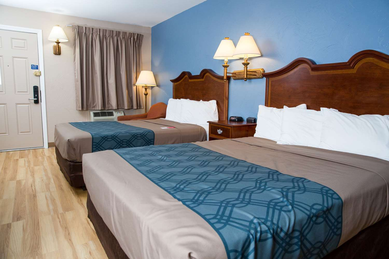 Room - Econo Lodge Sturbridge