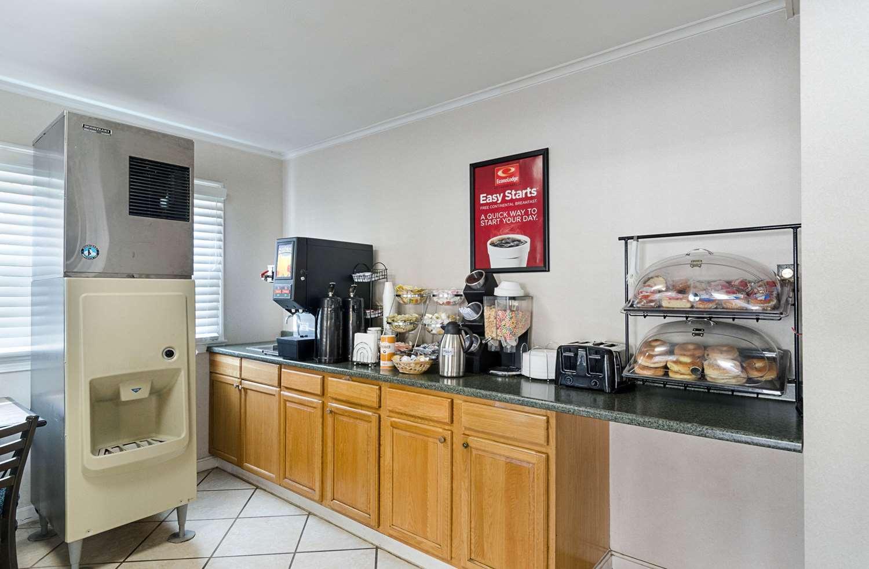 Restaurant - Econo Lodge Sturbridge