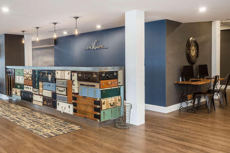 Lobby - Envision Hotel Everett