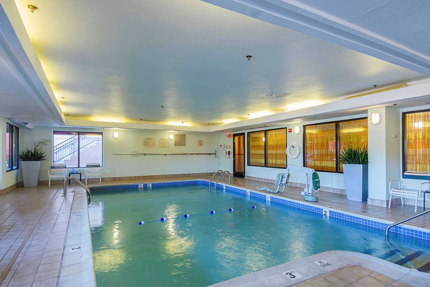 Pool - Quality Inn Revere