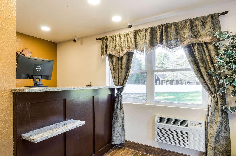 Lobby - Rodeway Inn Middleboro
