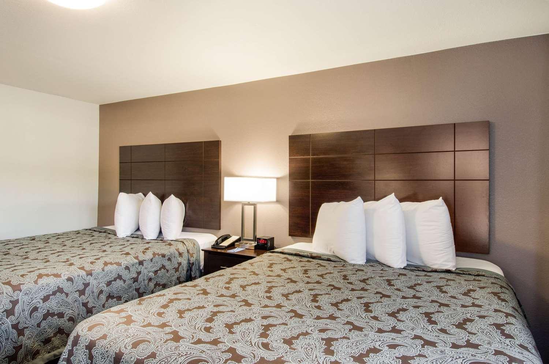 Room - Rodeway Inn Middleboro