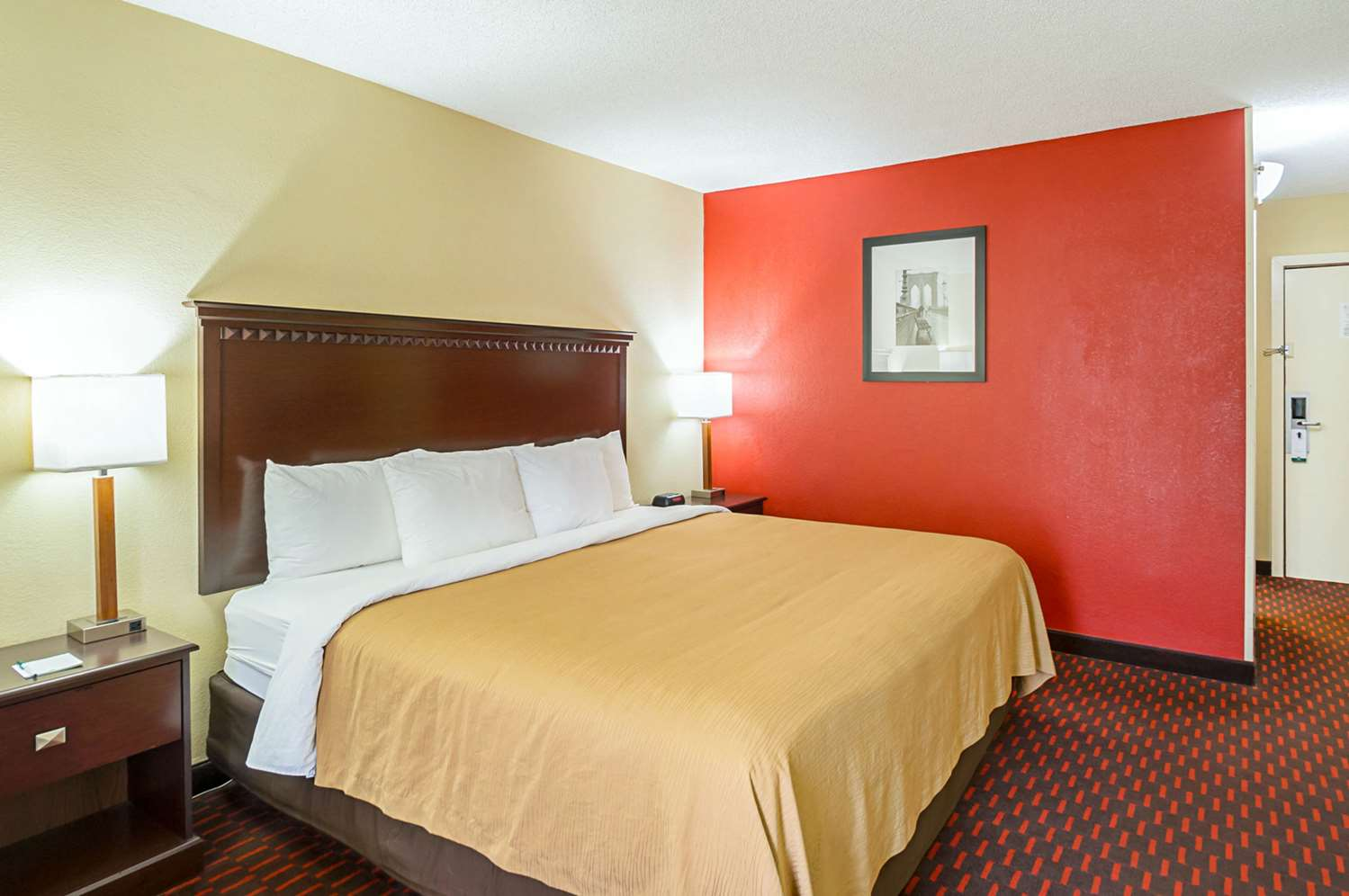 Room - Quality Inn & Suites Hagerstown