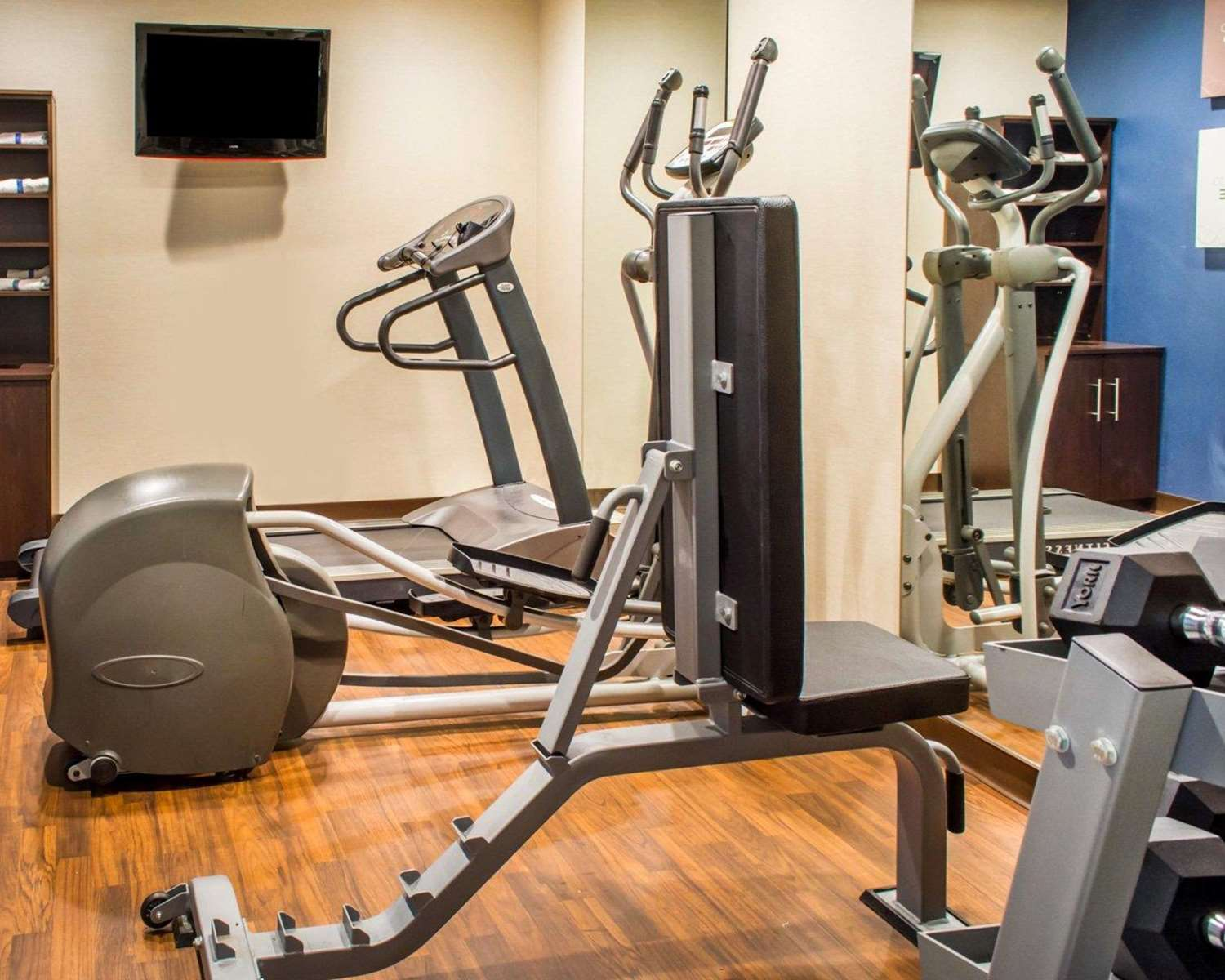 Fitness/ Exercise Room - Comfort Suites Waldorf