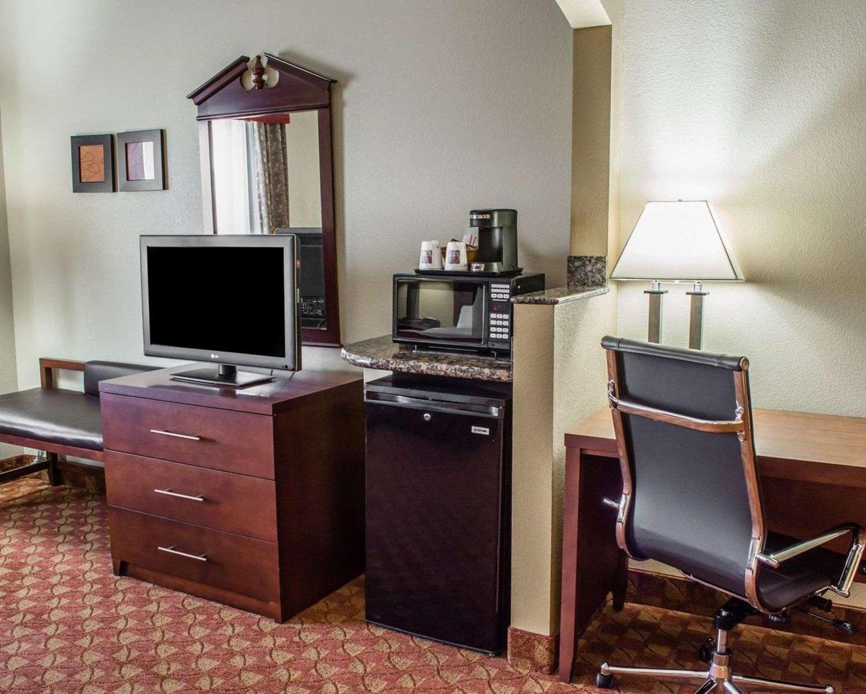 Suite - Comfort Suites Hagerstown