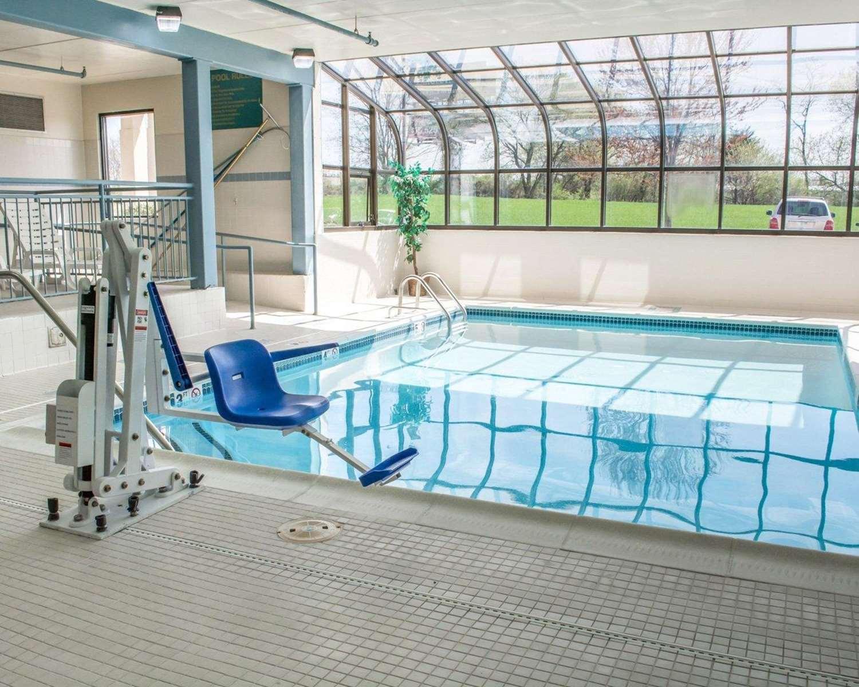 Pool - Comfort Suites Hagerstown
