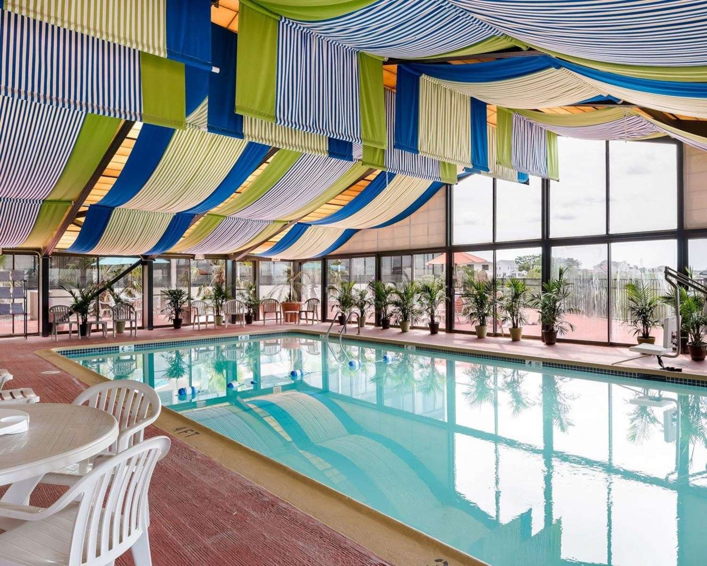 Pool - Comfort Inn Gold Coast Ocean City