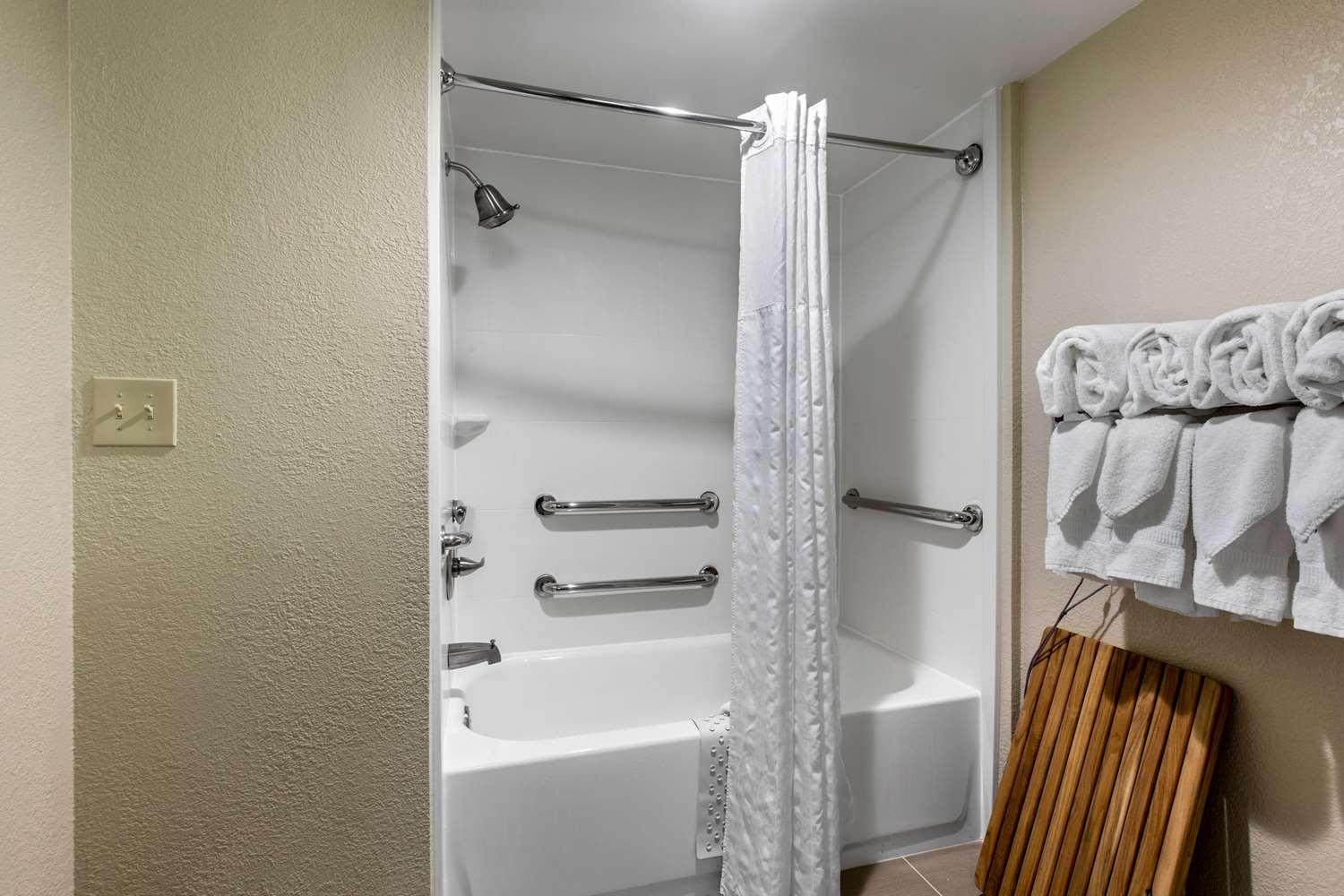 Suite - Comfort Inn Conference Center Hotel Bowie