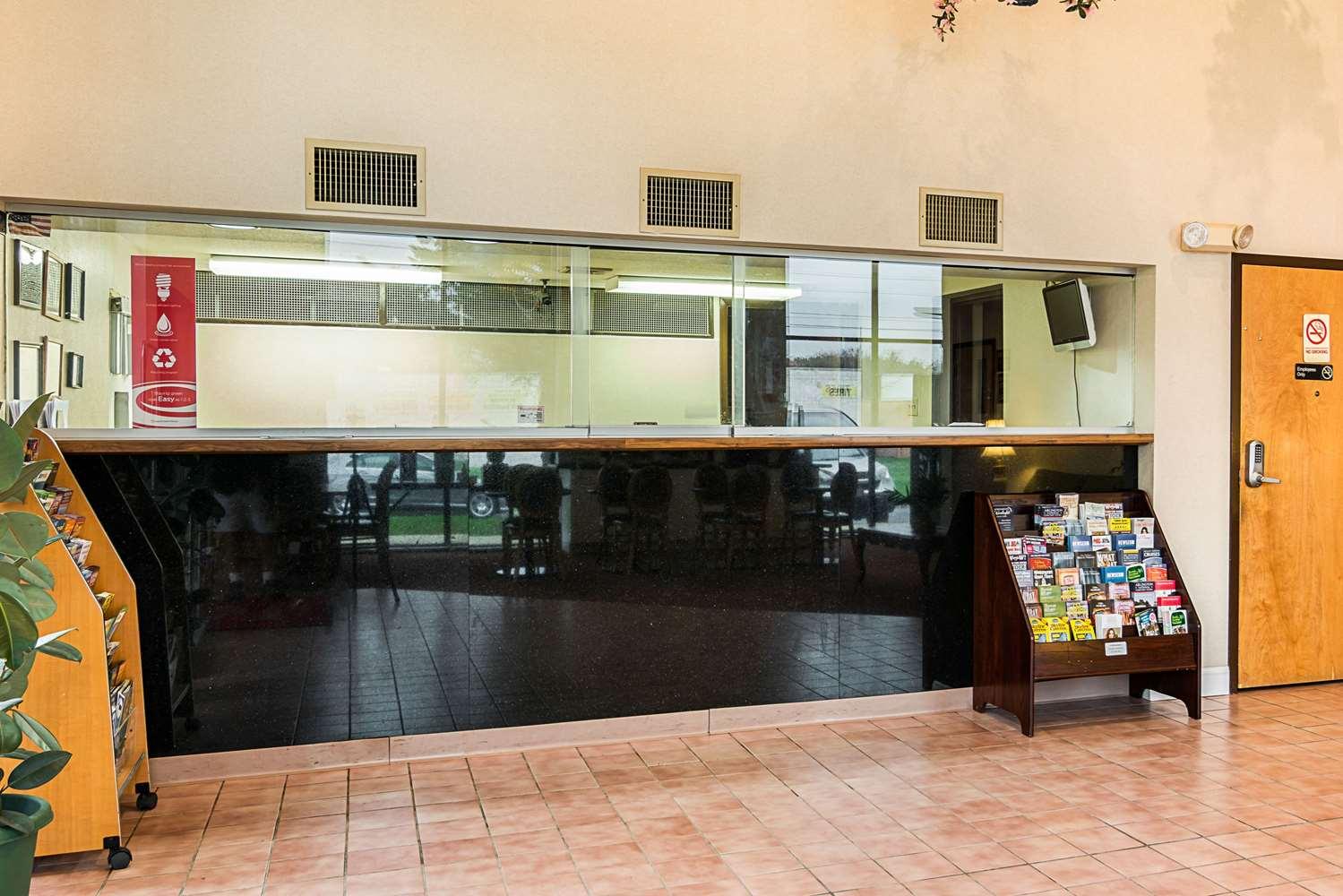 Lobby - Econo Lodge Clinton