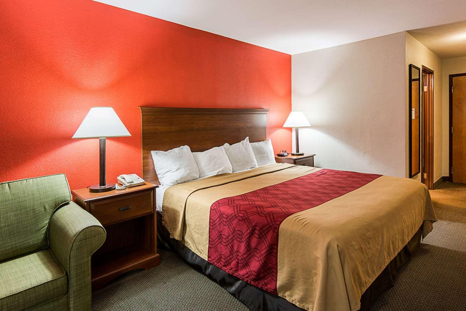 Room - Econo Lodge Clinton