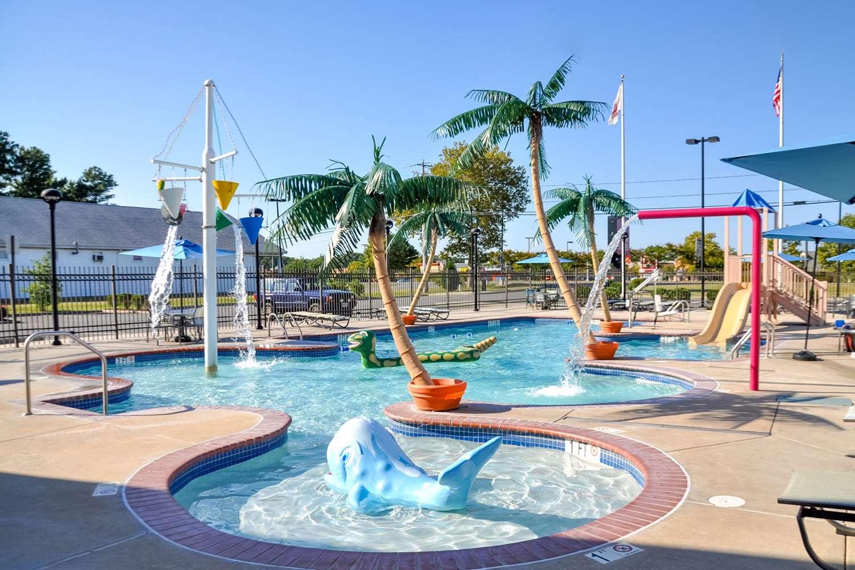 Pool - Comfort Suites Ocean City