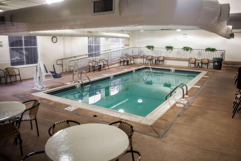 Pool - Sleep Inn & Suites Emmitsburg