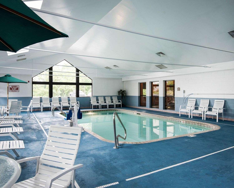 Pool - Comfort Inn & Suites LaVale