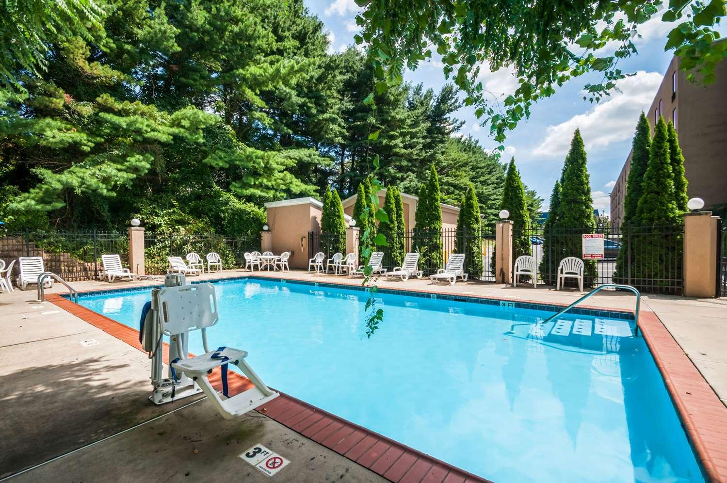 Pool - Comfort Inn Towson