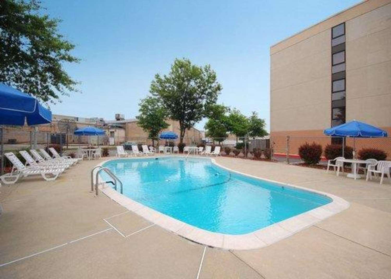 Pool - Comfort Inn Oxon Hill