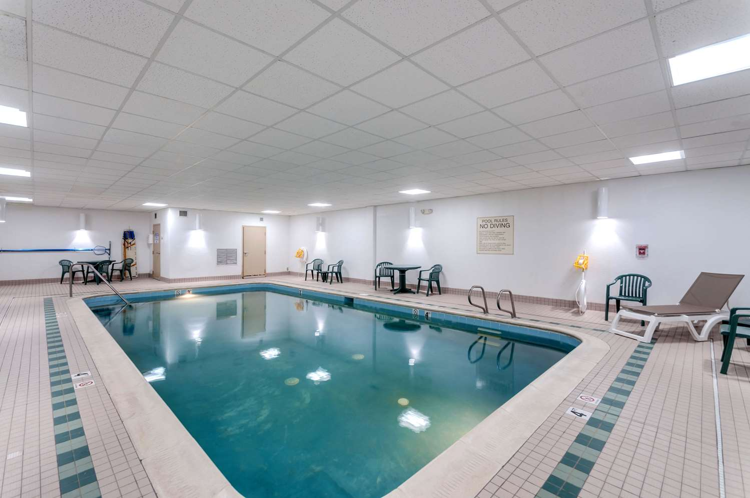 Pool - Comfort Inn & Suites Edgewood
