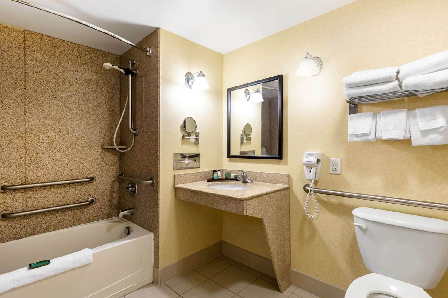 Suite - Gateway Hotel & Suites Ocean City