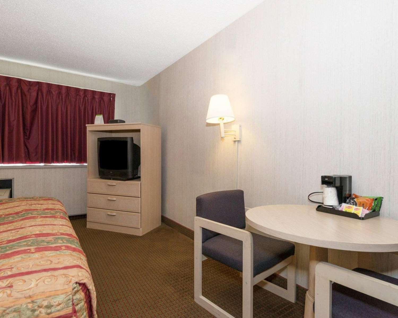 Room - Rodeway Inn Annapolis