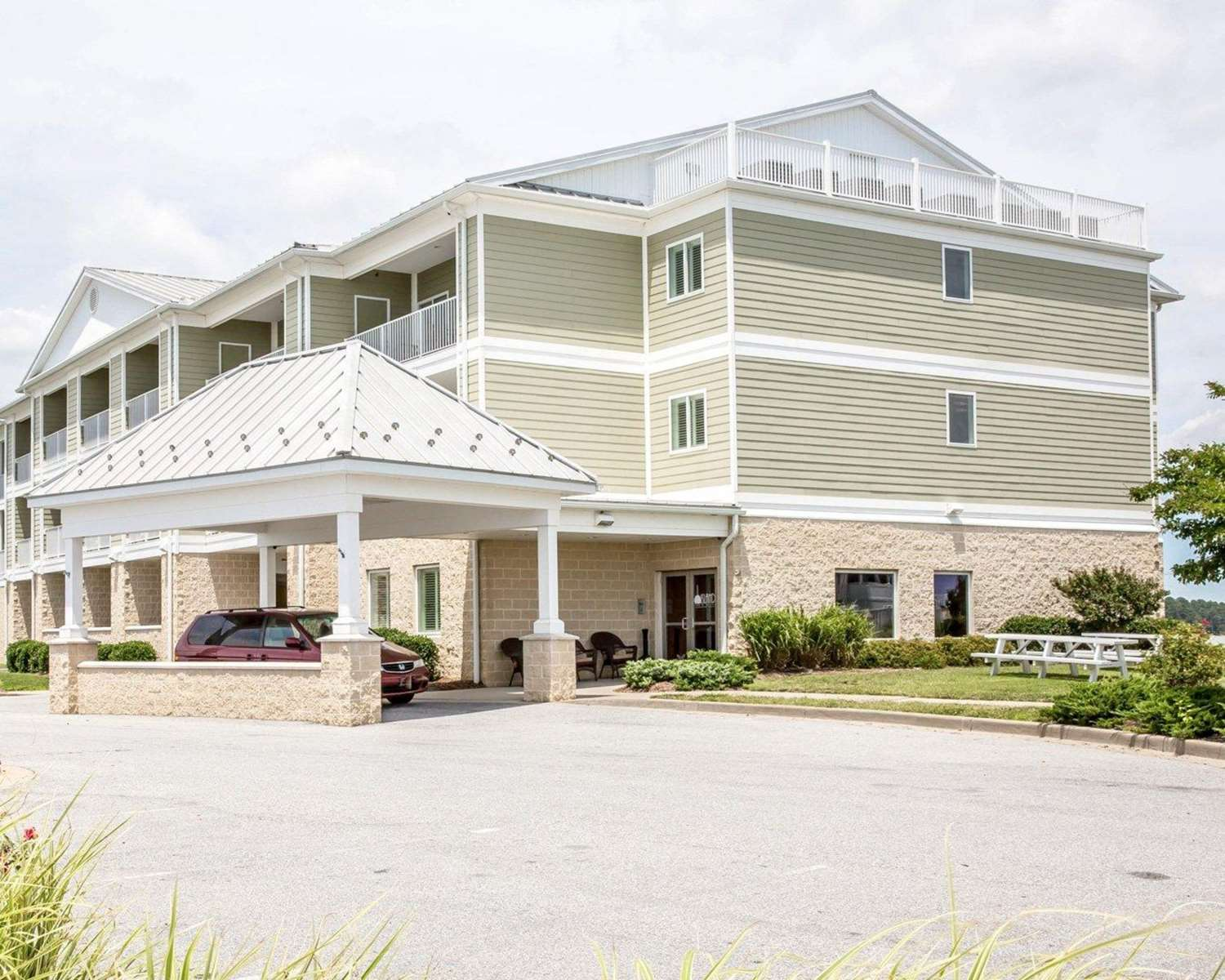 Exterior view - Island Inn & Suites Piney Point