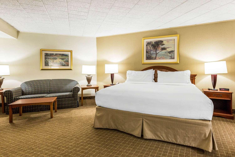 Suite - Clarion Inn Event Center Frederick