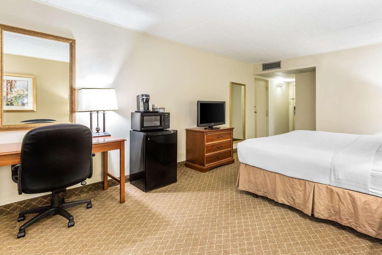 Room - Clarion Inn Event Center Frederick