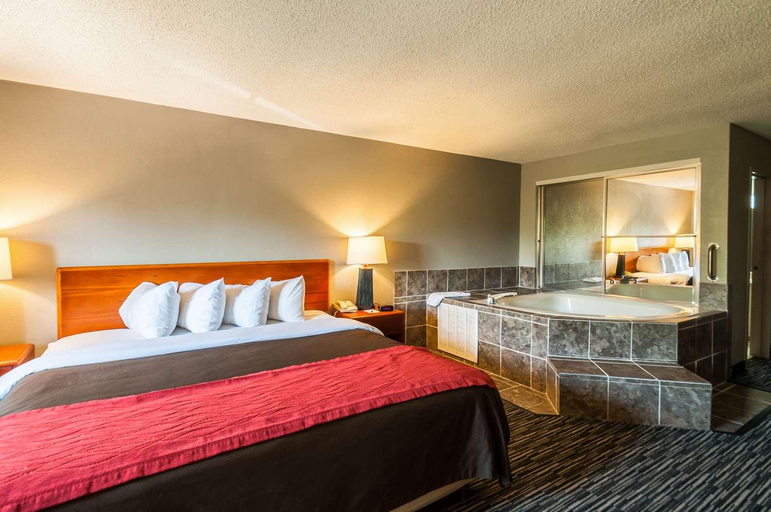Room - Quality Inn Beacon Marina Solomons
