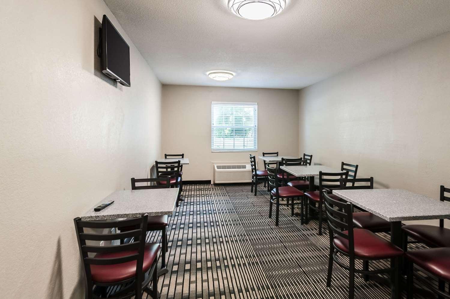 Restaurant - Quality Inn Beacon Marina Solomons