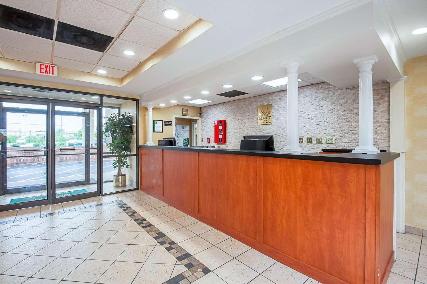 Lobby - Quality Inn Salisbury