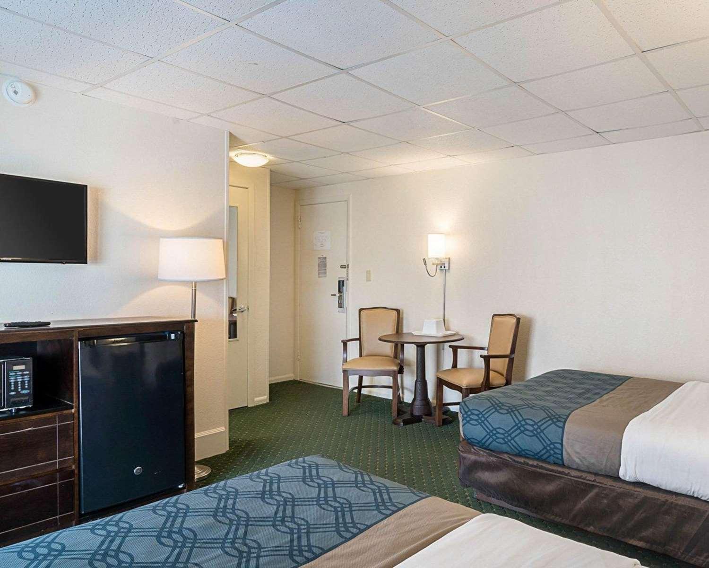 Room - Econo Lodge Oceanfront Ocean City