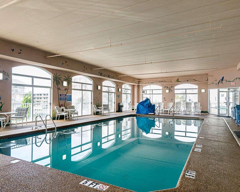 Pool - Econo Lodge Oceanfront Ocean City