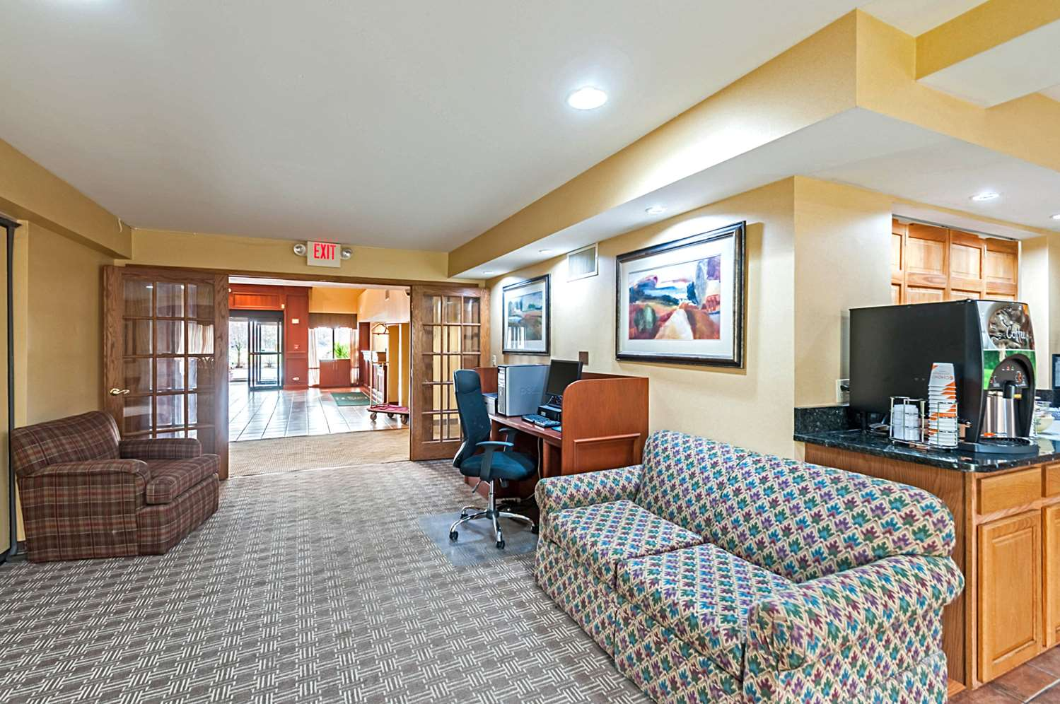 Conference Area - Quality Suites Chestertown