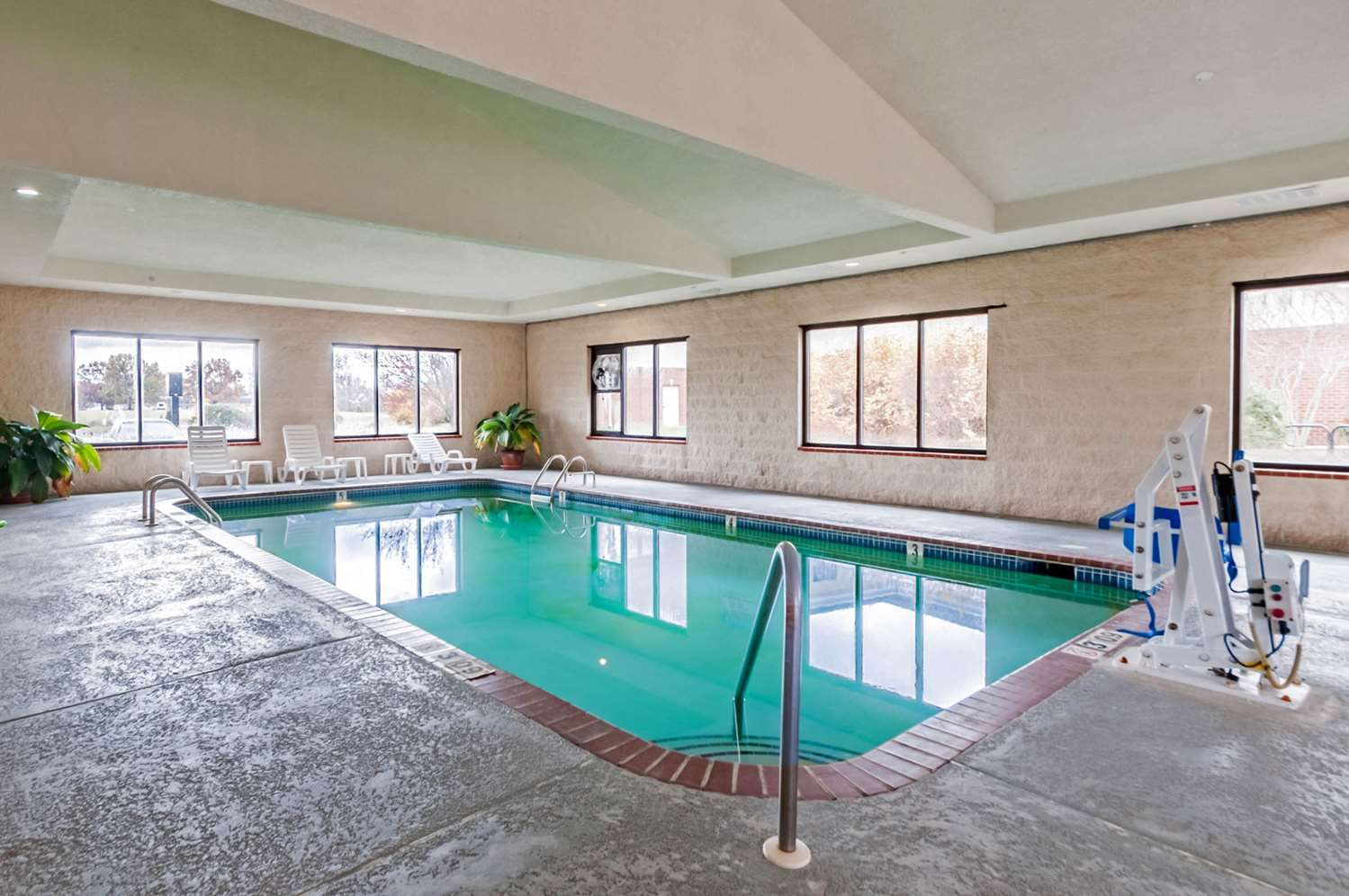 Pool - Quality Suites Chestertown