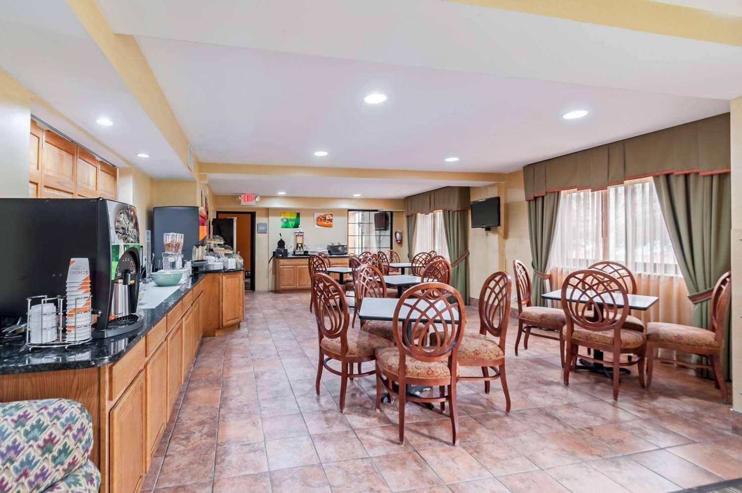 Restaurant - Quality Suites Chestertown