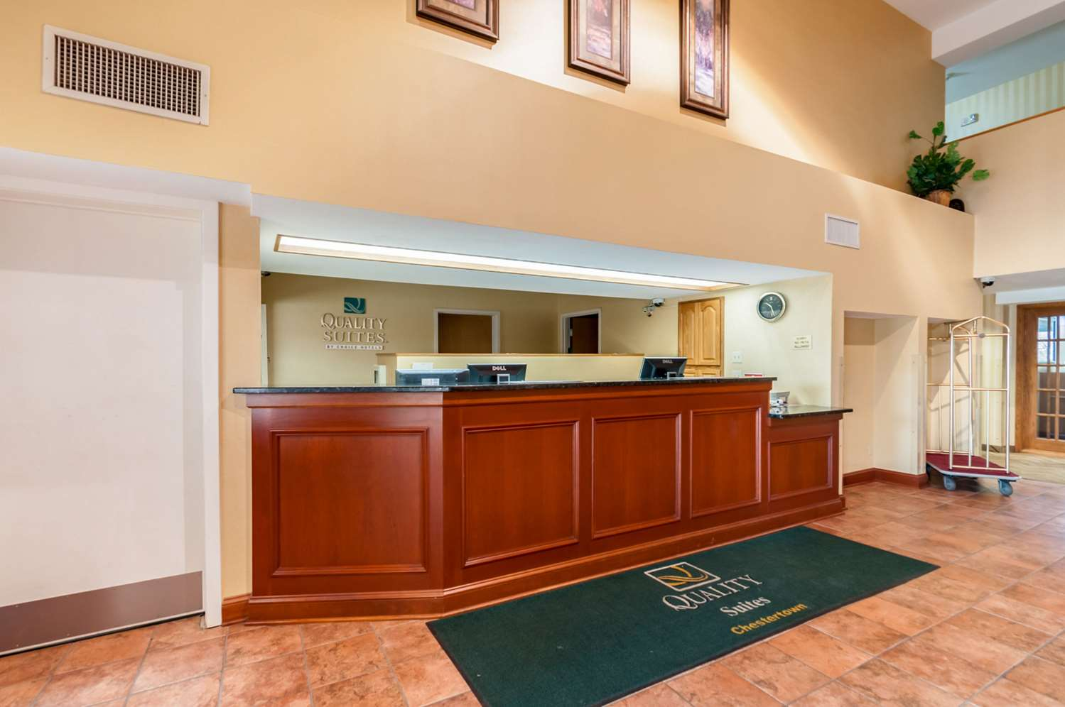 Lobby - Quality Suites Chestertown