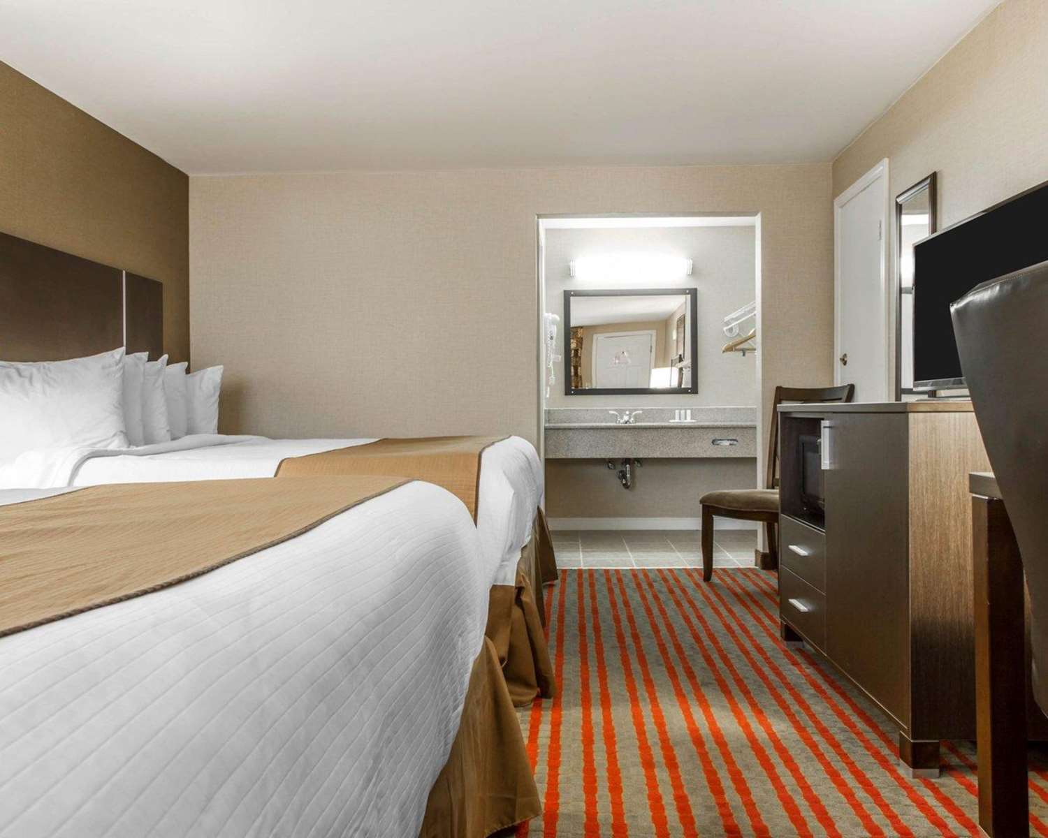 Room - Quality Inn & Suites South Portland