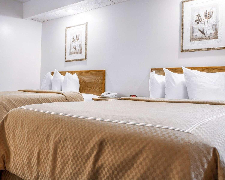Room - Rodeway Inn Saco