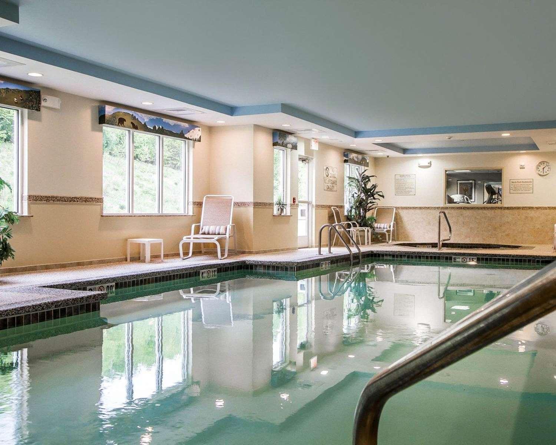 Pool - Comfort Inn & Suites Wilton