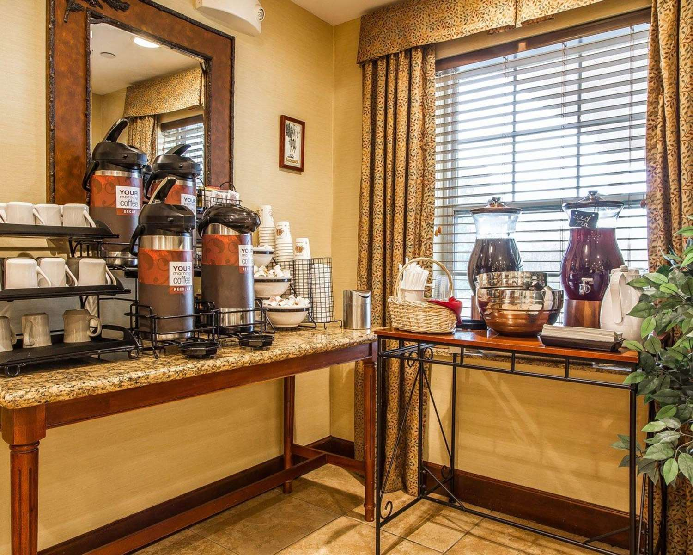 Restaurant - Comfort Inn & Suites Wilton