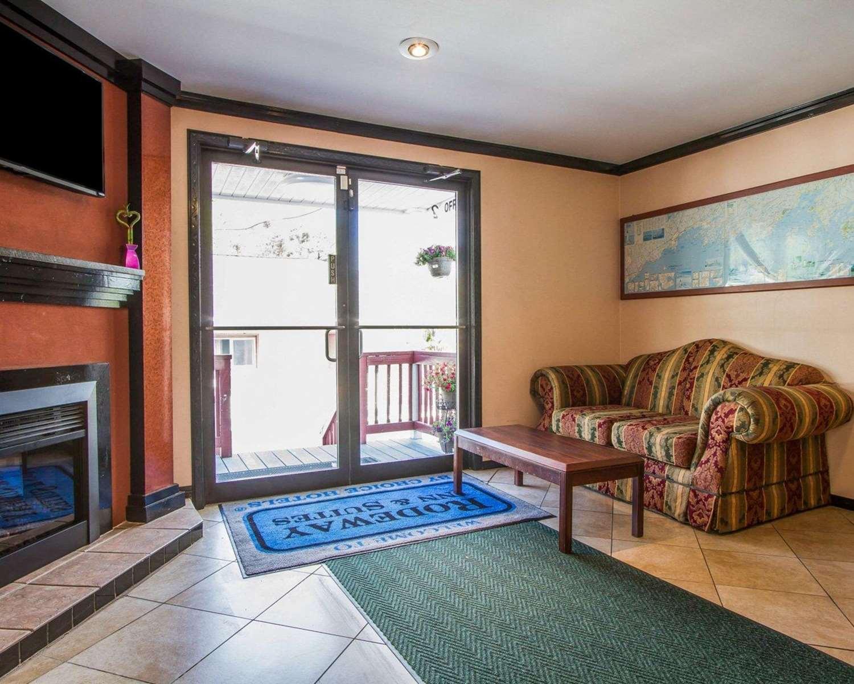 Lobby - Rodeway Inn & Suites Brunswick