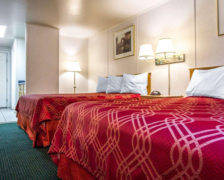 Suite - Rodeway Inn & Suites Brunswick
