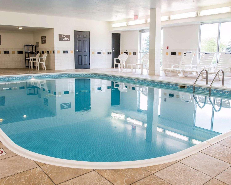 Pool - Comfort Suites Saginaw