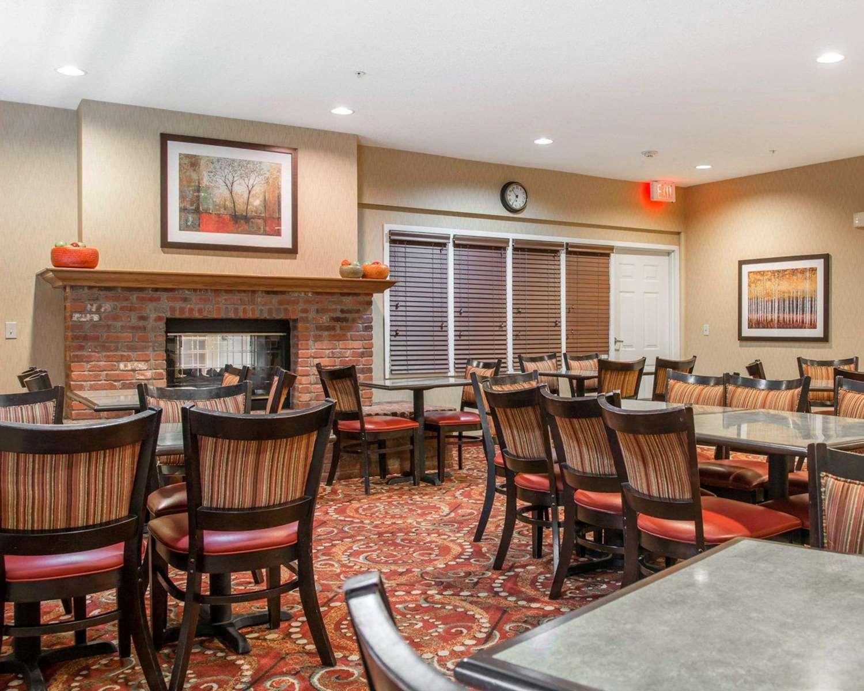 Restaurant - Comfort Suites Saginaw