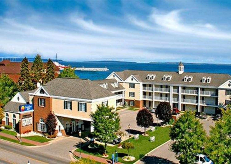 Exterior view - Comfort Inn Lakeside Mackinaw City