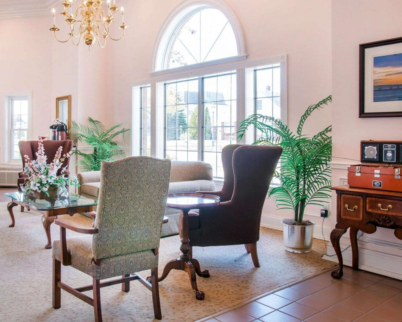Lobby - Comfort Inn Lakeside Mackinaw City