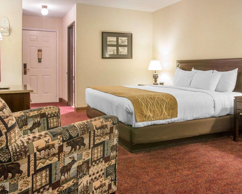 Room - Comfort Inn Lakeside Mackinaw City