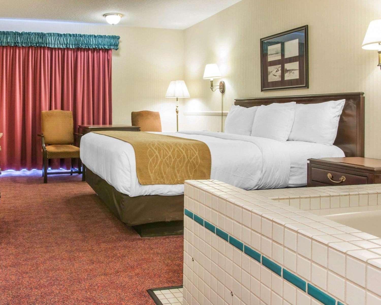 Suite - Comfort Inn Lakeside Mackinaw City