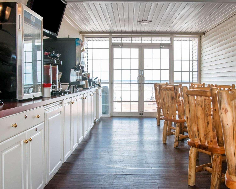 Restaurant - Comfort Inn Lakeside Mackinaw City