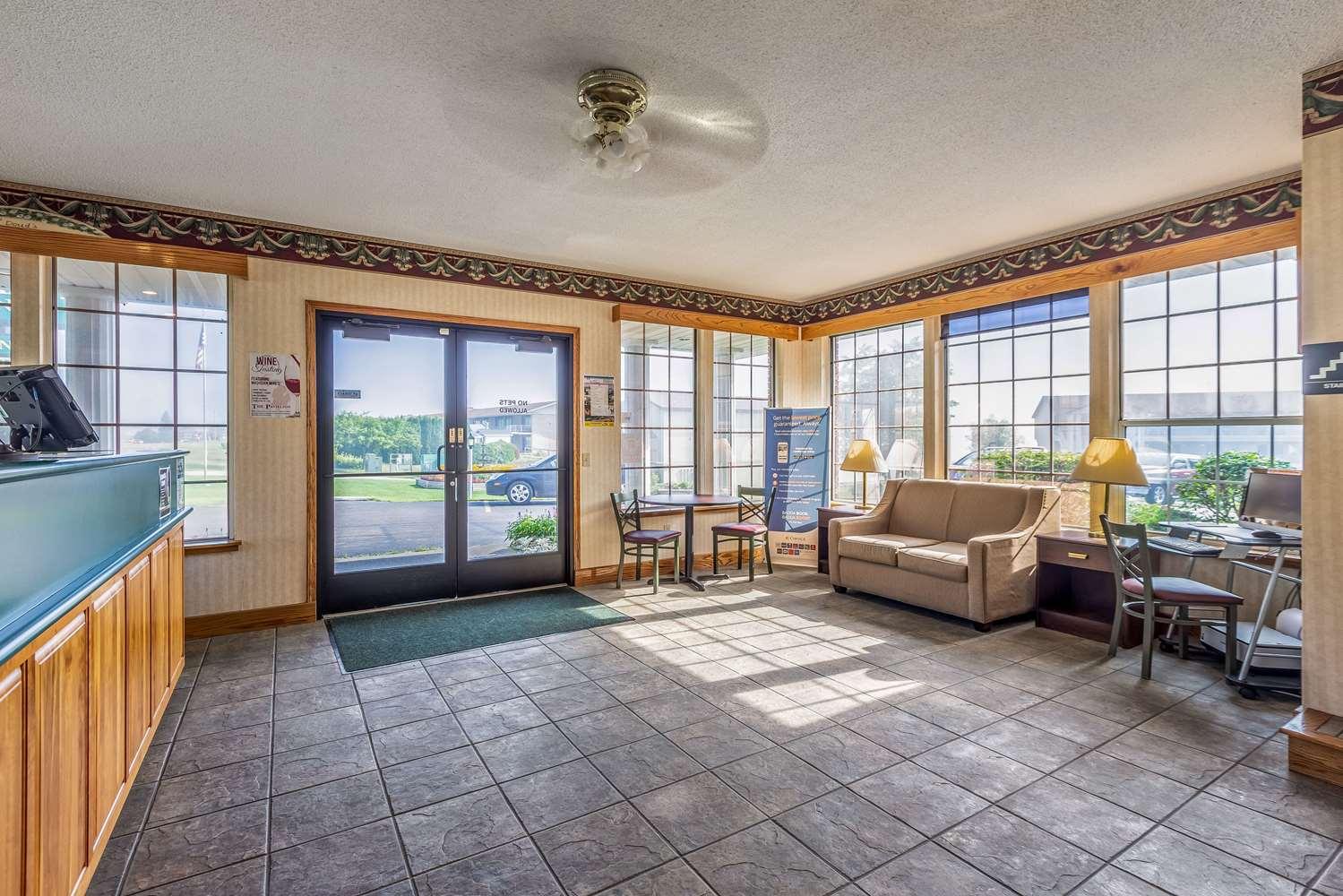 Lobby - Quality Inn Lakefront St Ignace