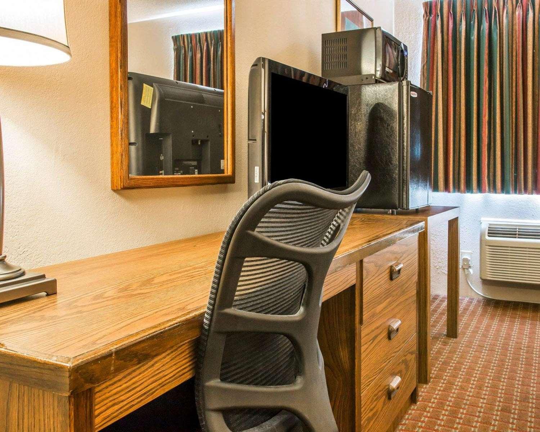 Room - Quality Inn St Ignace