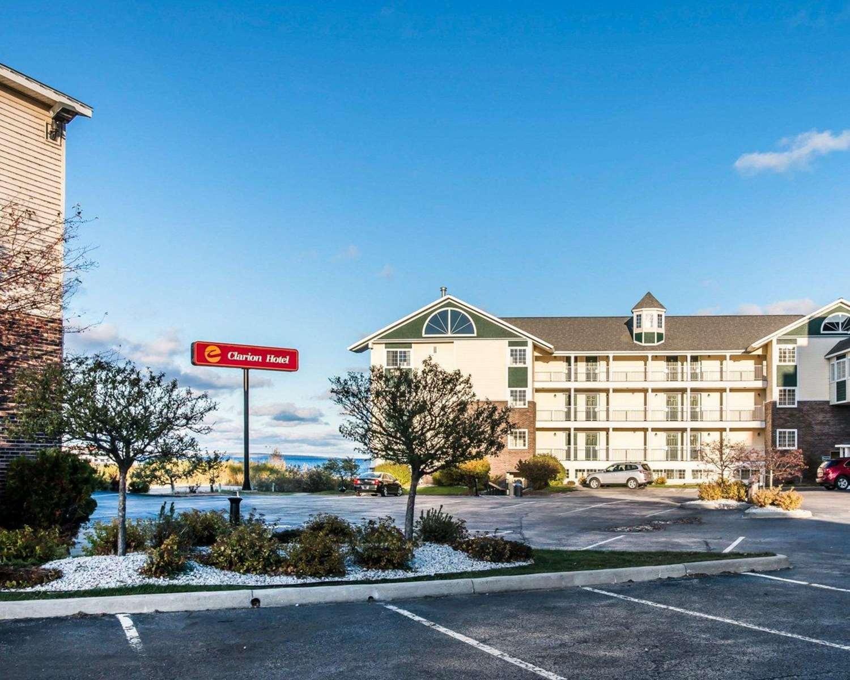 Exterior view - Clarion Hotel Beachfront Mackinaw City